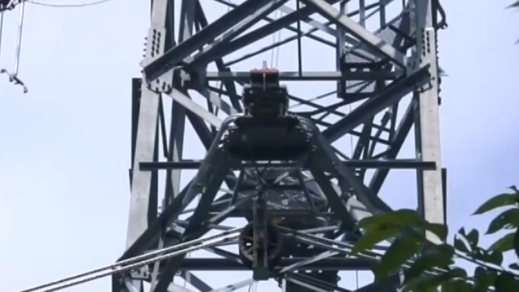 電塔鏽蝕綁木條支撐?! 台電:臨時權宜措施