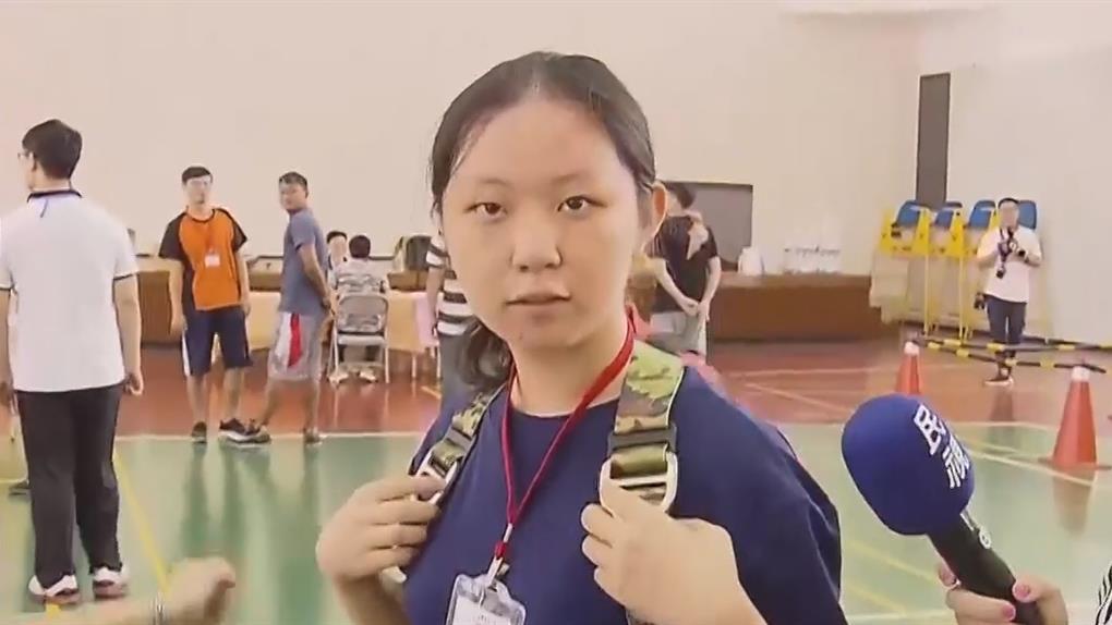 不怕背30公斤電纜 18歲女勇闖台電招考