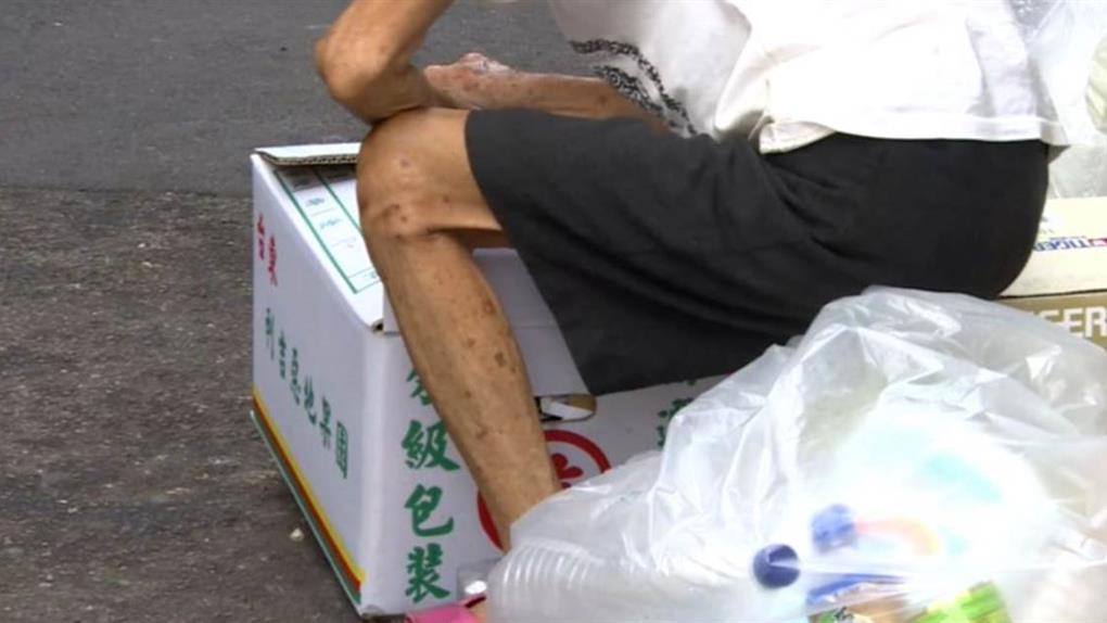 給廢紙關10個月?同情老婦送回收物 良心清潔員挨罰
