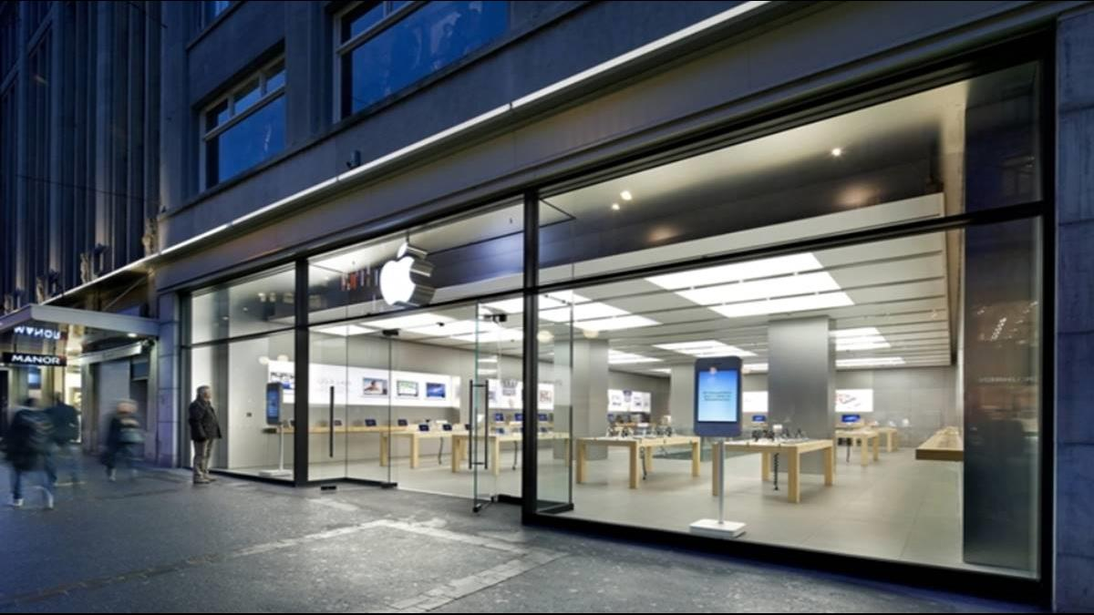 iPhone電池維修到一半竟冒煙!蘋果專賣店撤離50人
