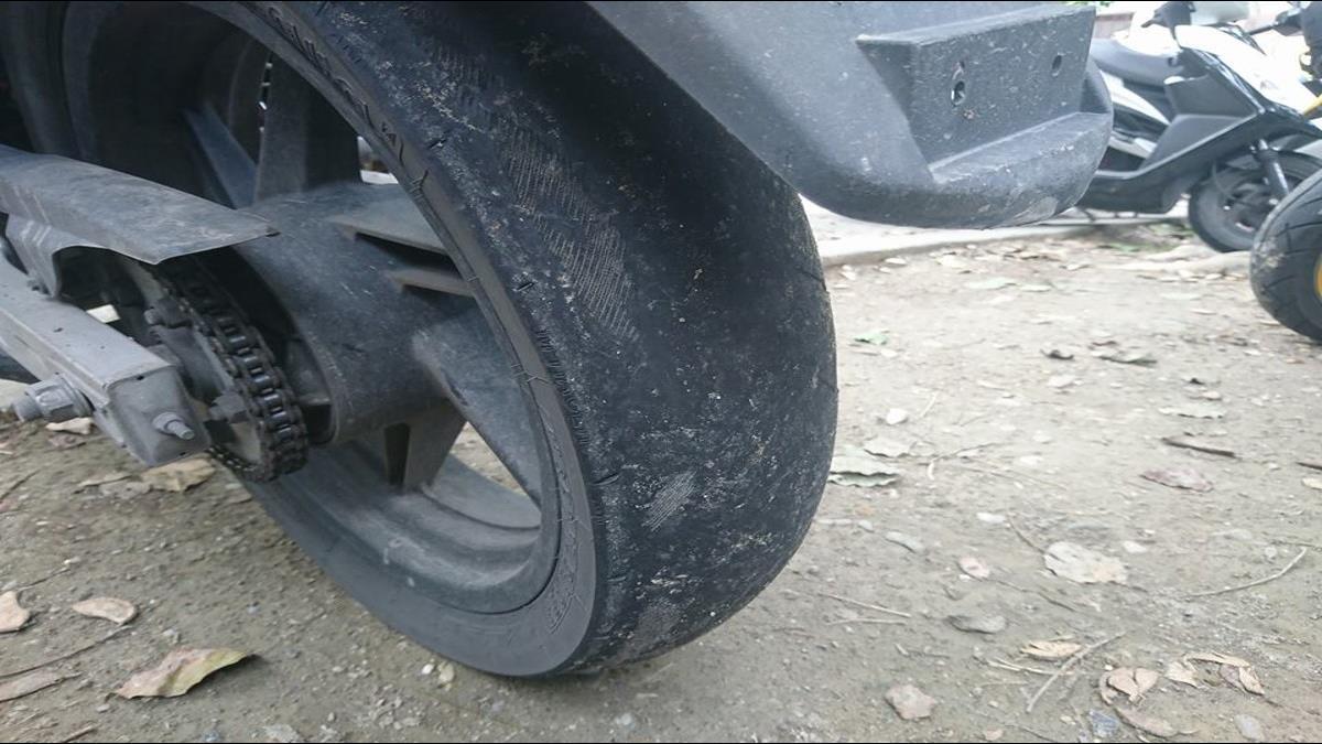 輪胎突冒出不明線條?天兵車友一張圖嚇壞網友