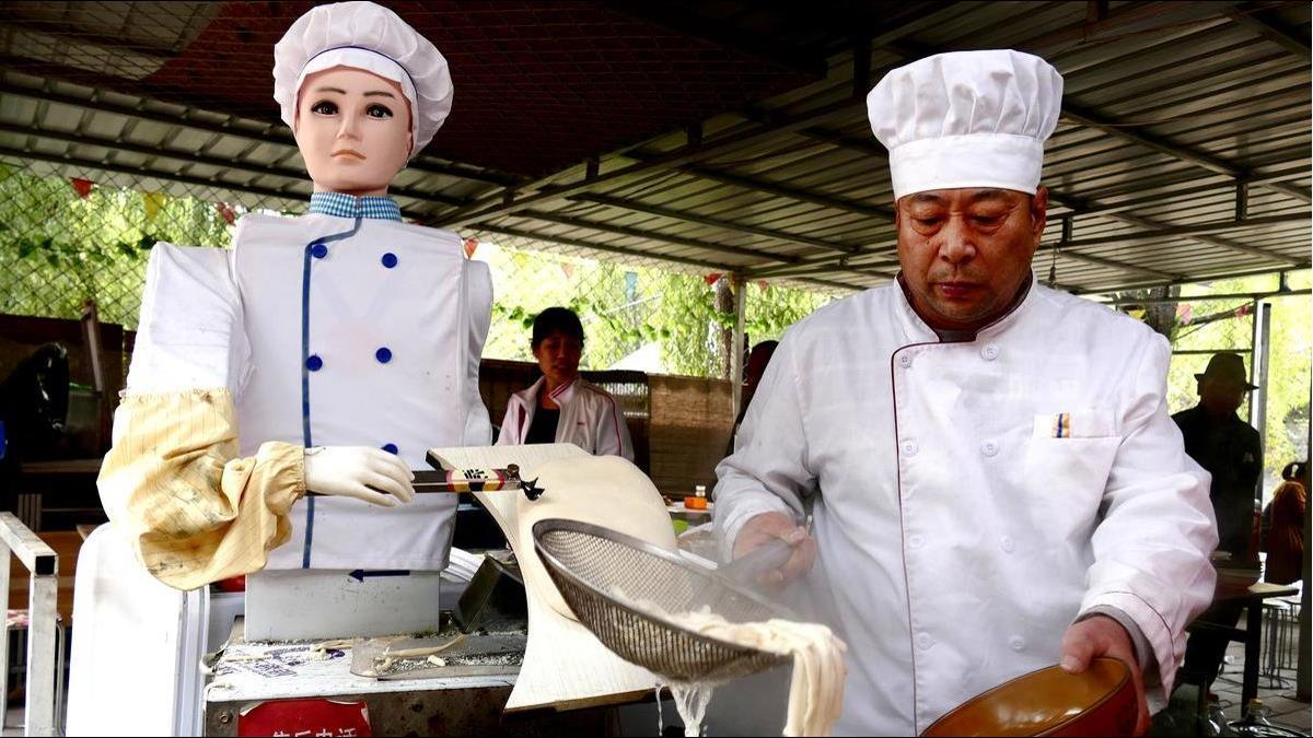 鴻海神秘小金雞將赴陸掛牌 前身竟是「刀削麵機器人」
