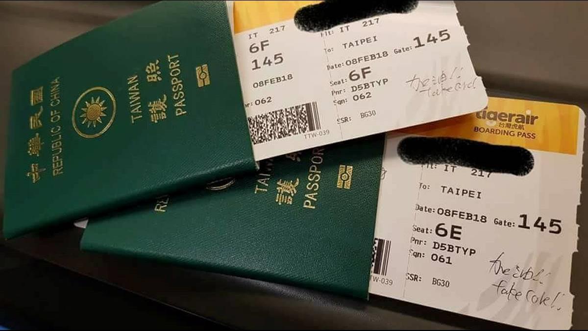 他從東京飛回台灣…見地勤在登機證上暖心留言!