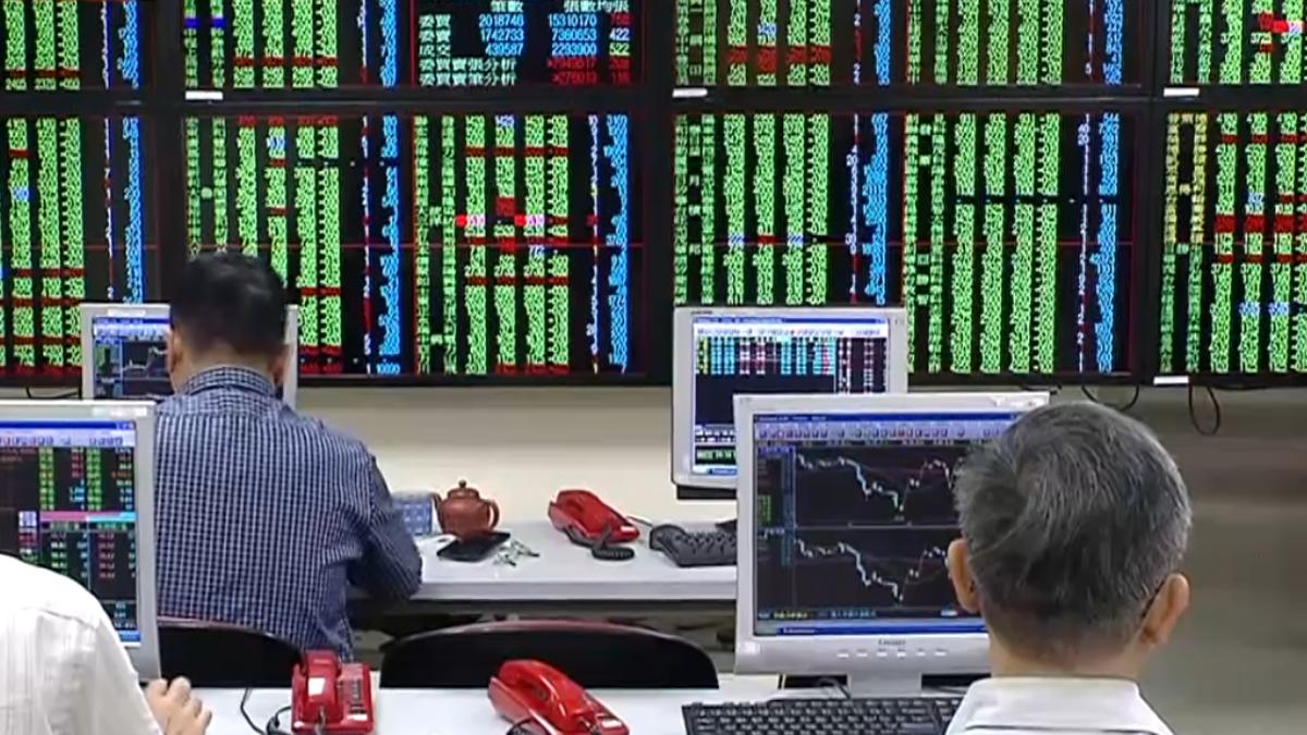 股災蔓延!台股失守半年線 周跌逾700點