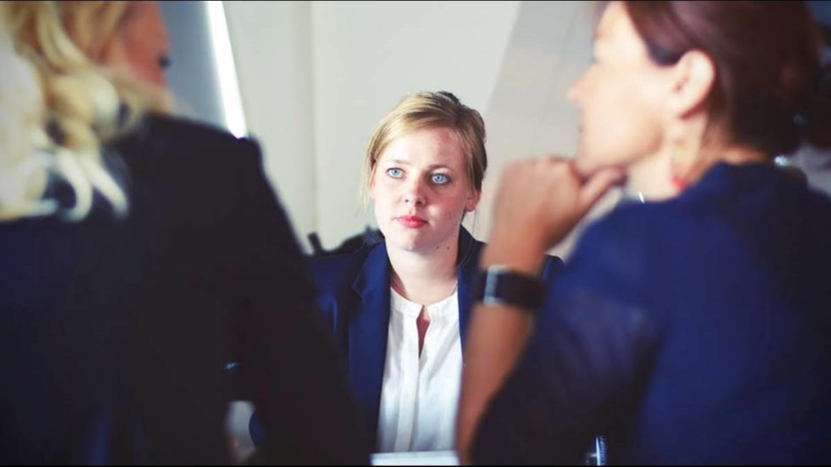 「先錄取正妹」主管太膚淺?她告訴你求職市場的殘酷真相