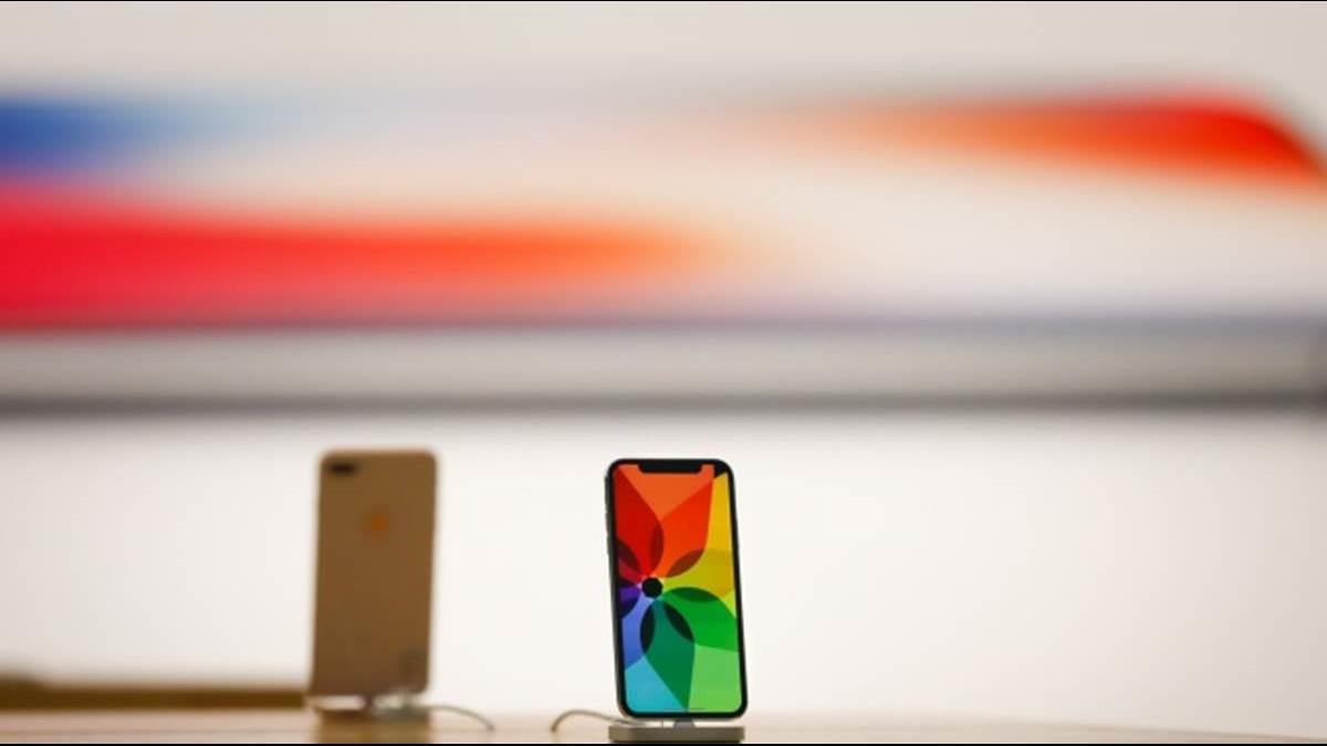 三星、蘋果高階機對決 傳「超巨大」iPhone X螢幕達6.5吋