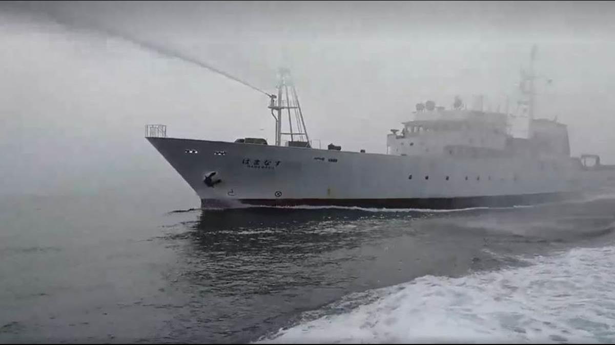 黑水溝海釣遭日船「水砲」 海巡即刻救援!釣友盛讚:沒丟臉