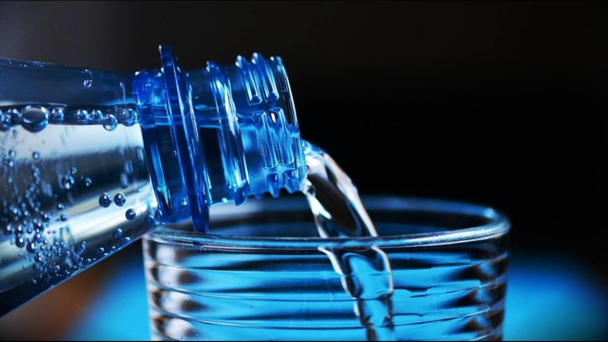 英國媒體爆真相:瓶裝水是百年來最大騙局