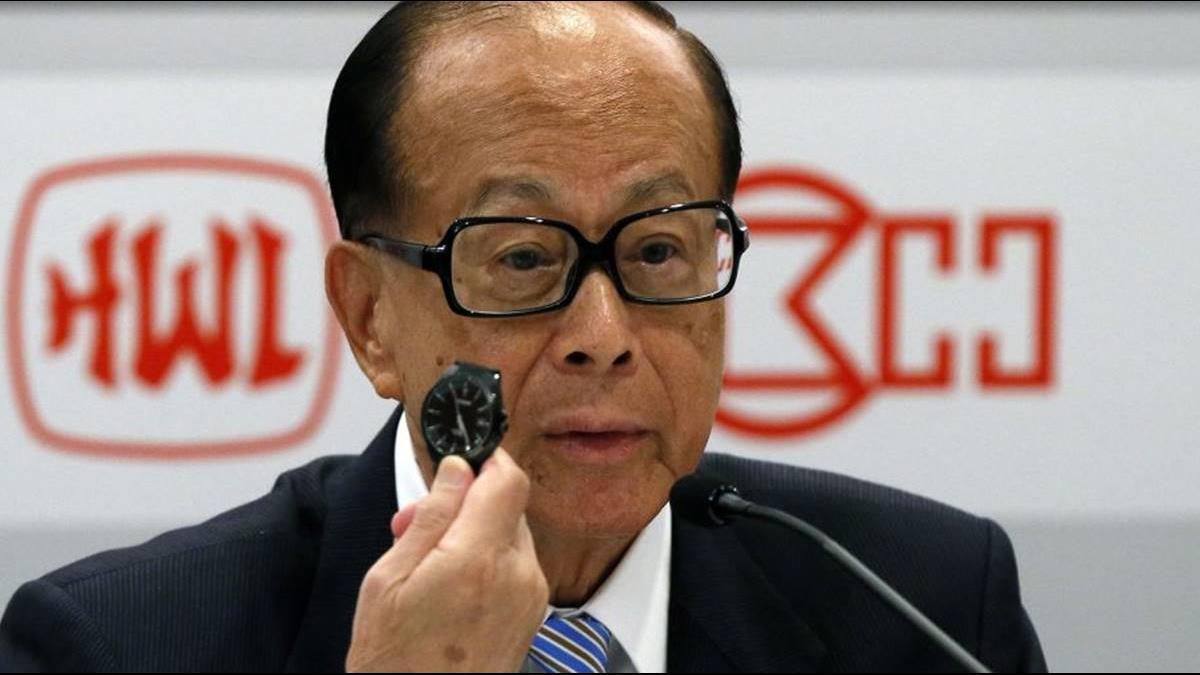 【超人退休】李嘉誠身價上兆仍勤儉!戴「日本平價錶」比記者的錶還便宜