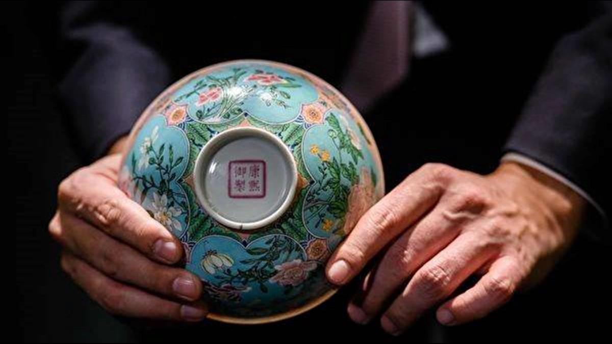 康熙絕美「粉紅御瓷」挑戰世界瓷王 拍賣身價上看8億元