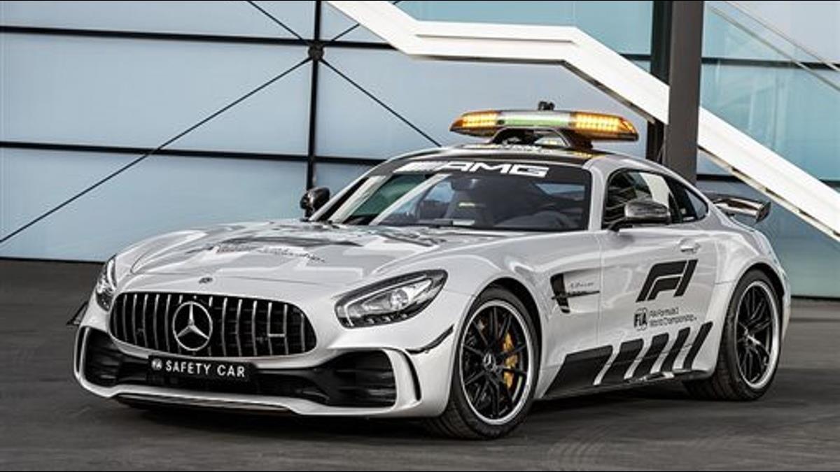 冠軍車手乖乖跟後頭!賓士「AMG GT R」化身史上最強前導車