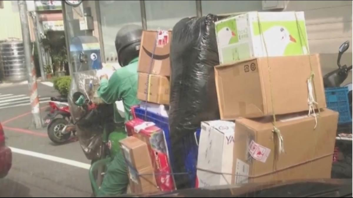 防夏季熱職災 中華郵政砸1億元讓郵差換新制服、戴太陽眼鏡