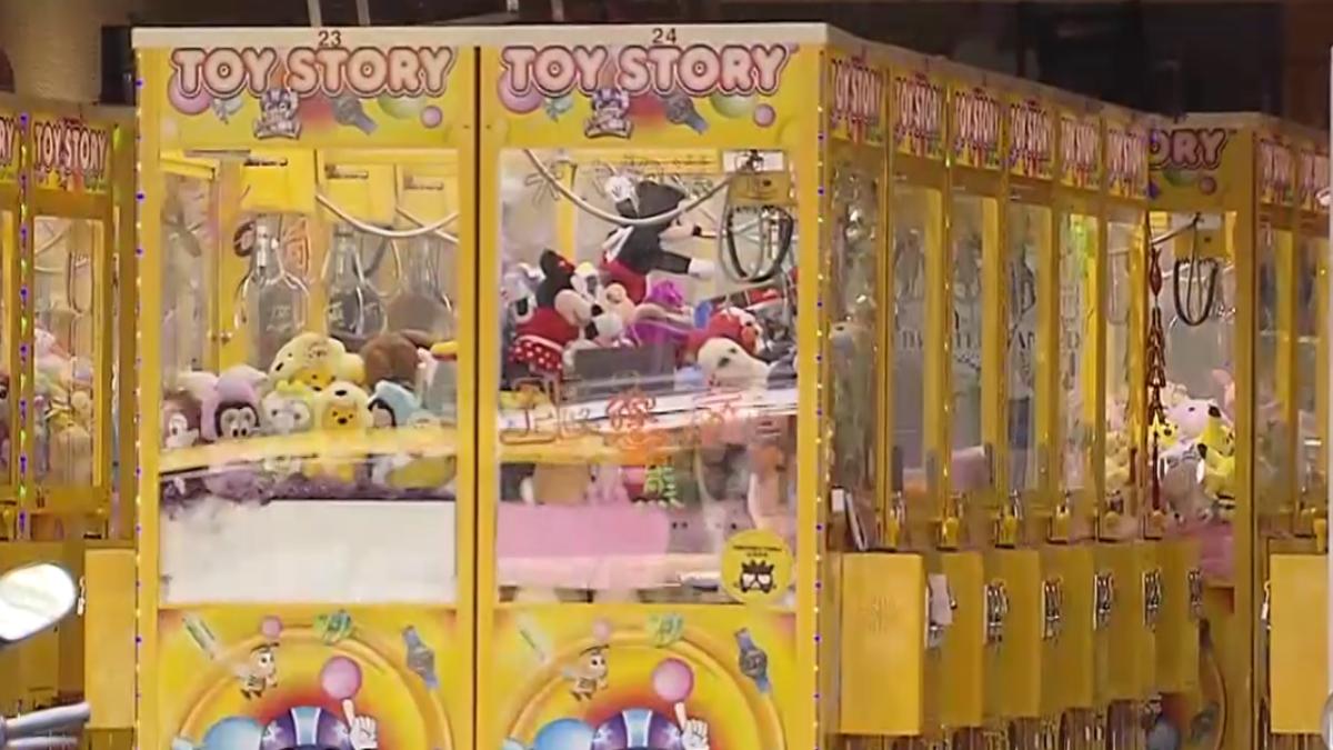 東區百萬金店面慘 淪娃娃機店進駐