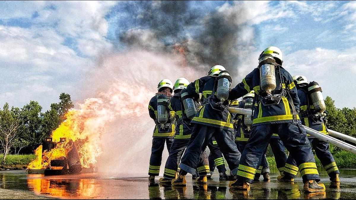 「1人扛2千命」台灣消防員加班成常態 但政府只給這樣的福利