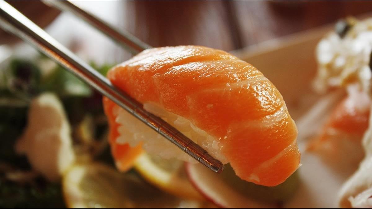 「吃鮭魚」的圖片搜尋結果