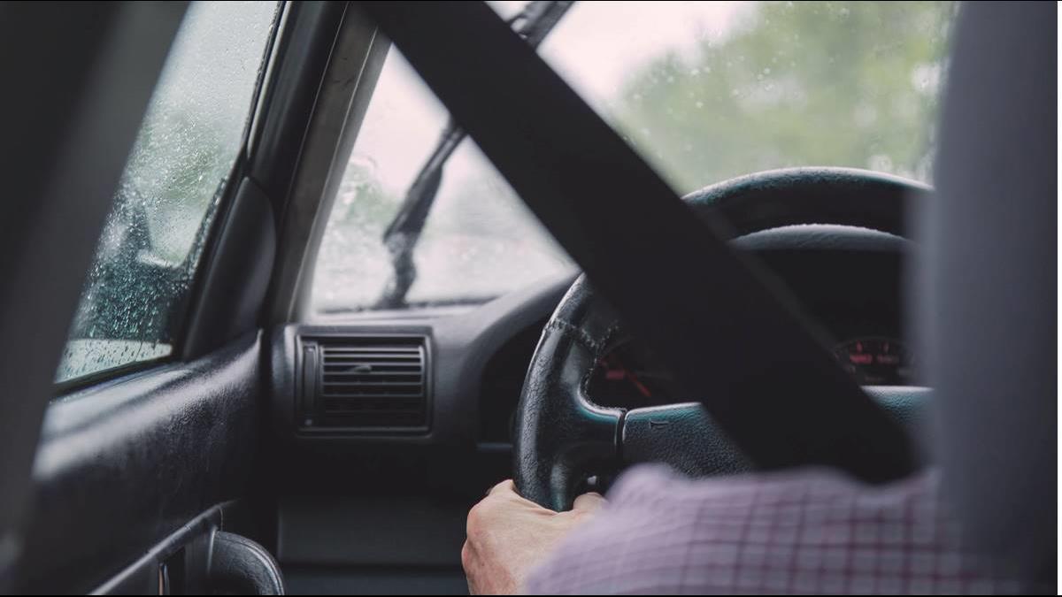 梅雨季當心!午後大雨易打滑失控! 愛車輪胎怎檢查?