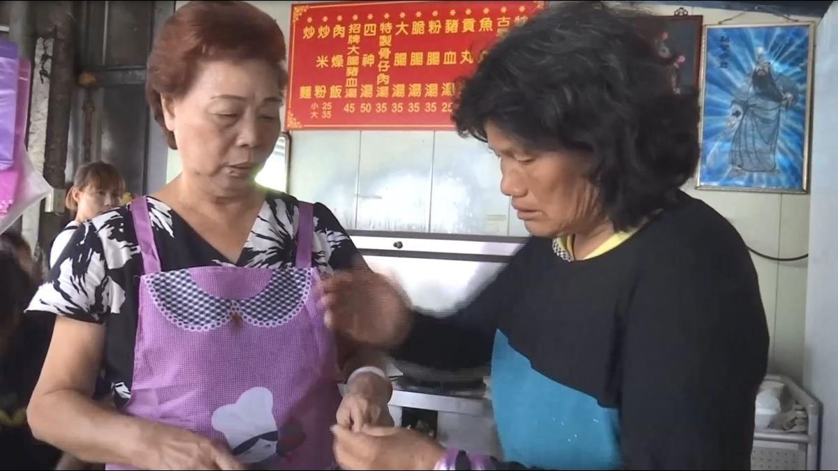 賒帳30元乾麵!瘖啞婦人忍餓比手語:要給臥床病夫吃