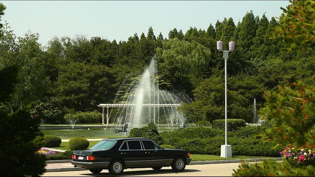 俄媒直擊金正恩平壤豪宅!庭院、噴泉如歐洲皇宮