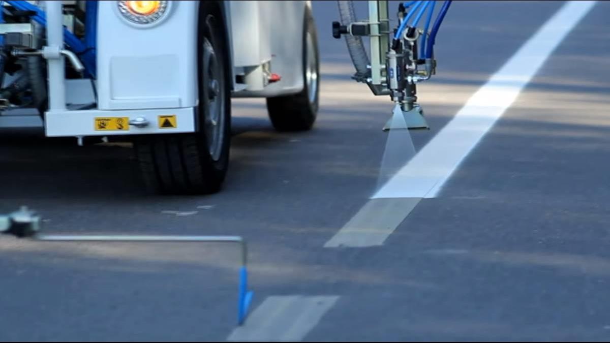 地表最強道路車!不用駕駛就能自己畫線