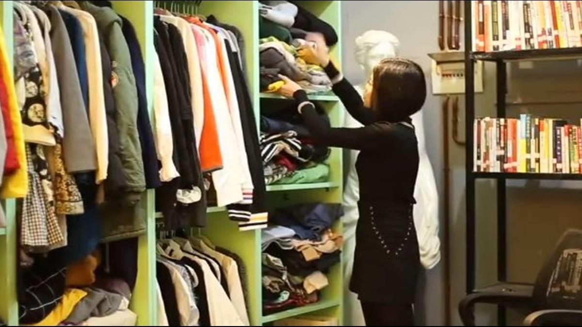 幫都市懶人摺衣服 「衣櫥整理師」月入上萬元!