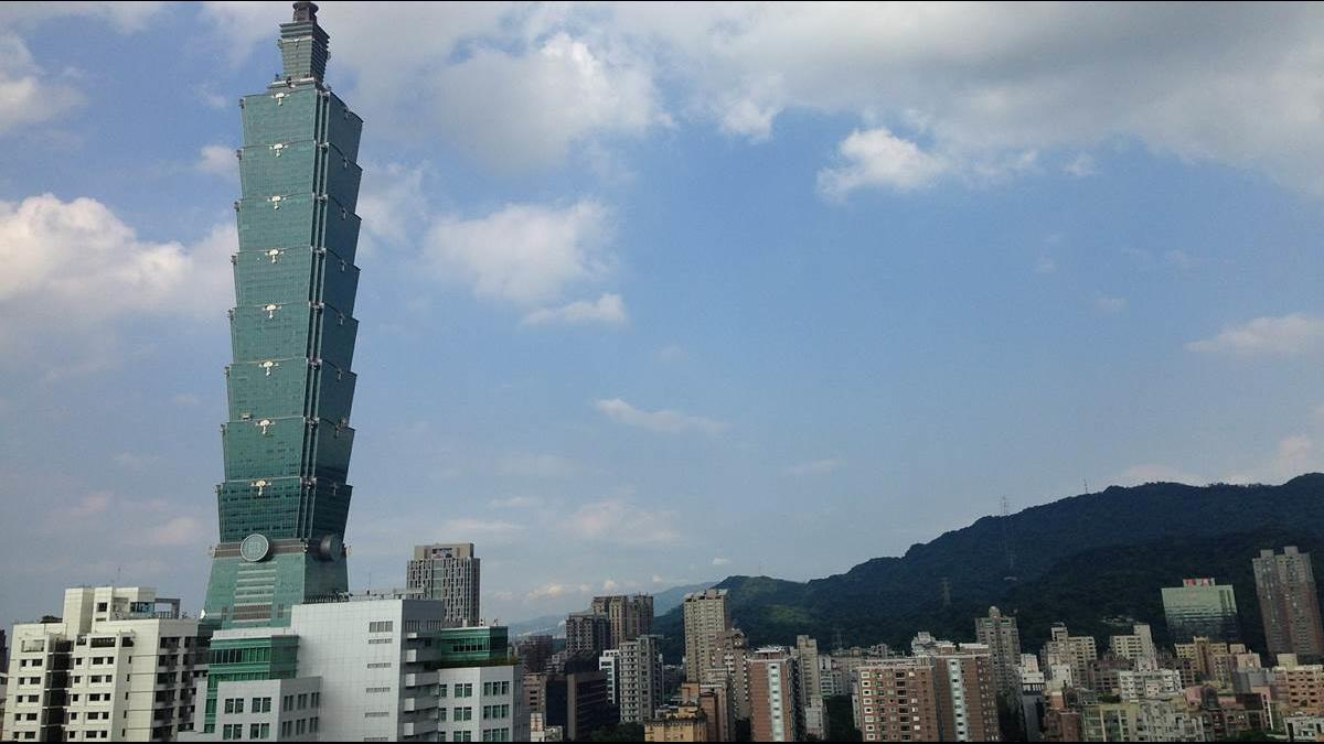 網路瘋傳台北天空變藍全因核二重啟、林口降載?台電回應了