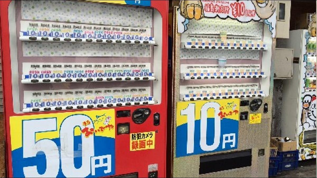 不知道會掉出什麼飲料!日本超低價「10元販賣機」日賣3千瓶