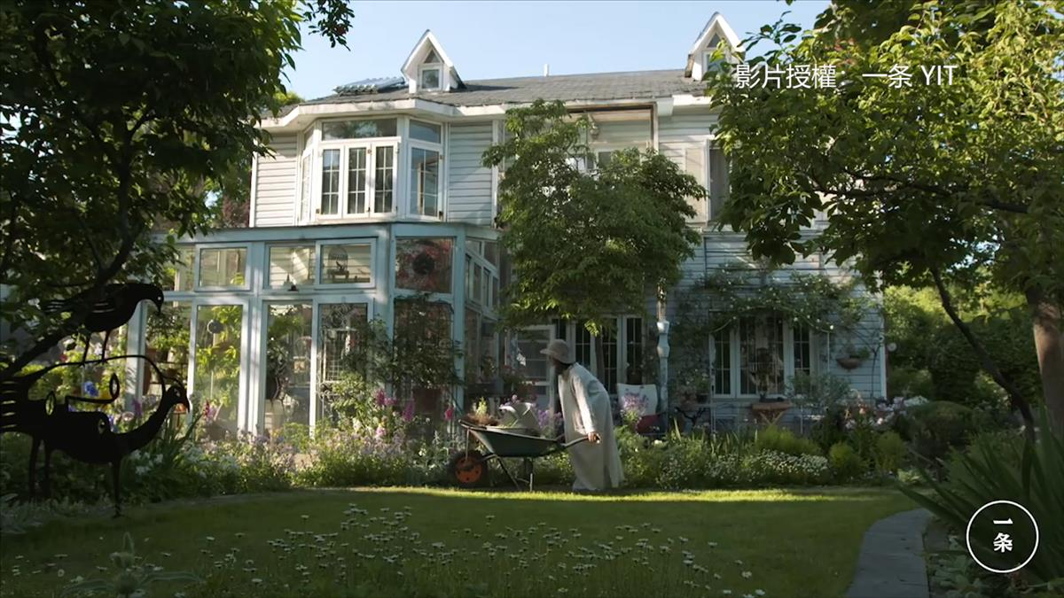 把800種花草搬回家! 她花16年打造仙境花園