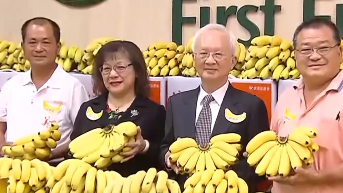 挺蕉農新招 銀行董推吃香蕉皮治失戀?