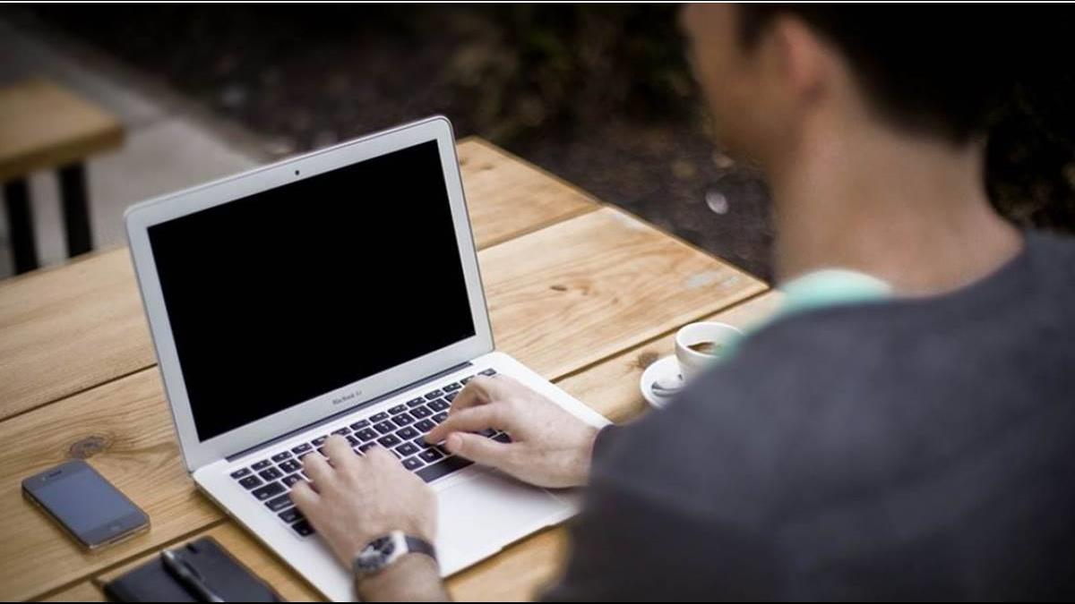 專業價值何在?中年男在美當電腦專家月領22萬 回台卻慘領22K!