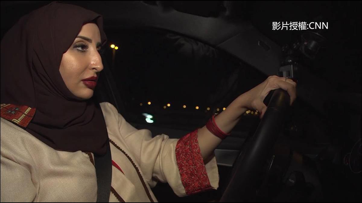 阿拉伯女性可以開車了!「禁女駕」鬆綁 全國歡慶