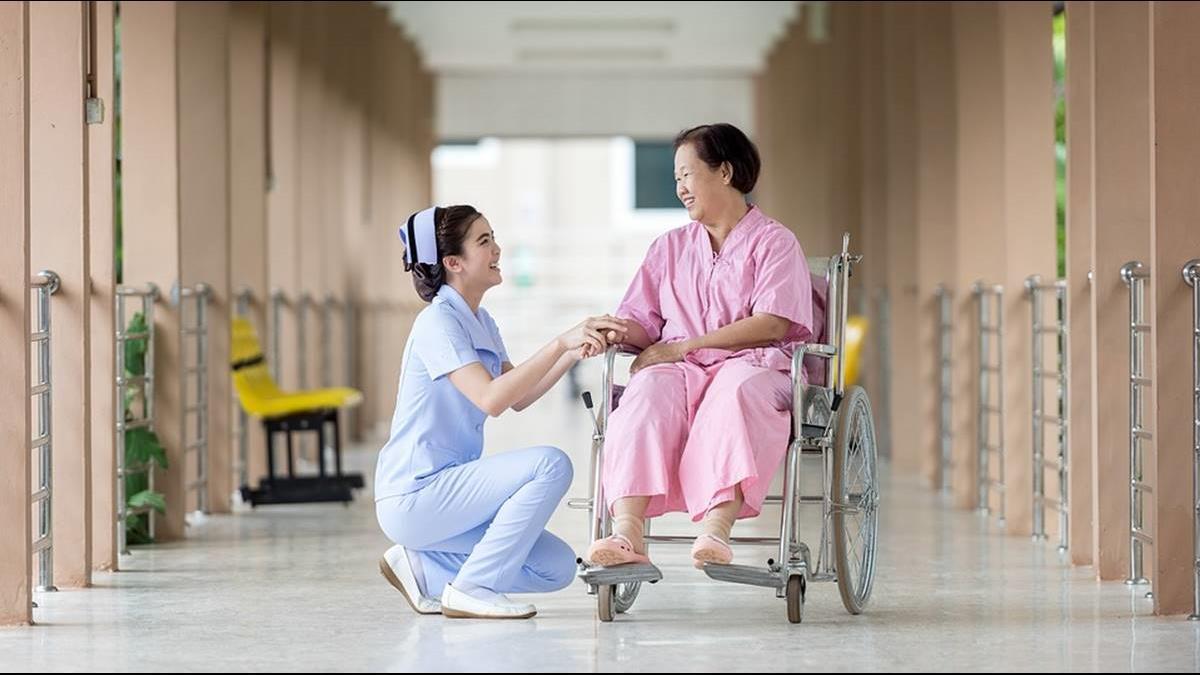護理師超繁瑣「服務準則」曝光!網友一看都怒了