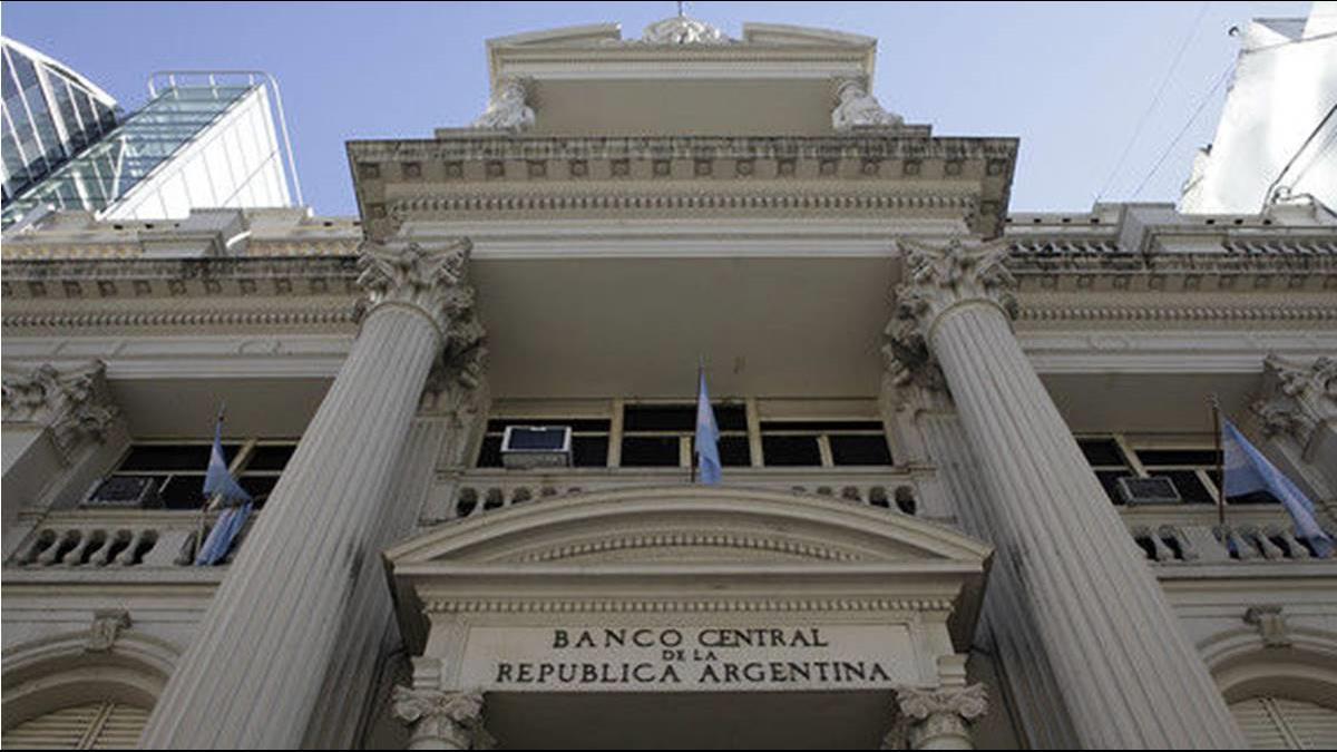 新興貨幣又爆雷!阿根廷披索狂貶4成 央行急升息至60%