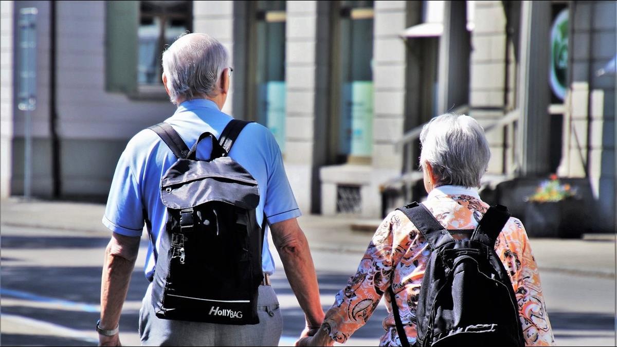 年改導致退休金縮水?銀髮族「賣房養老」以大換小需求增
