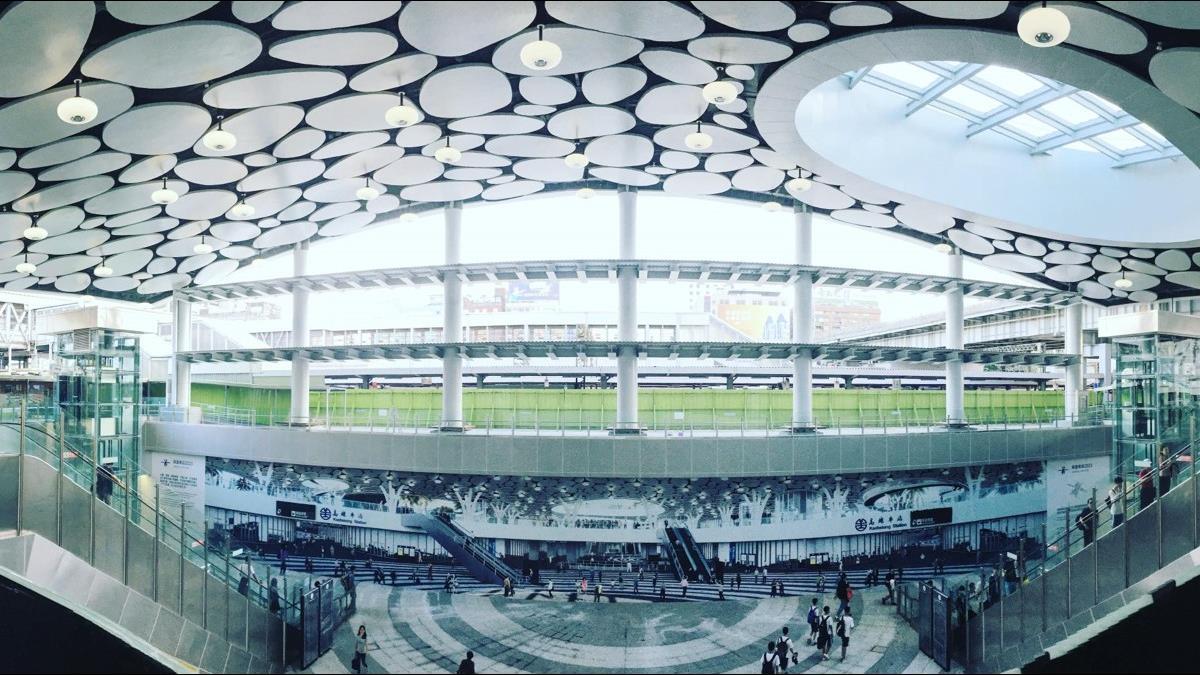 「R11新高雄車站」蓋好了!網讚:雲朵天花板超美