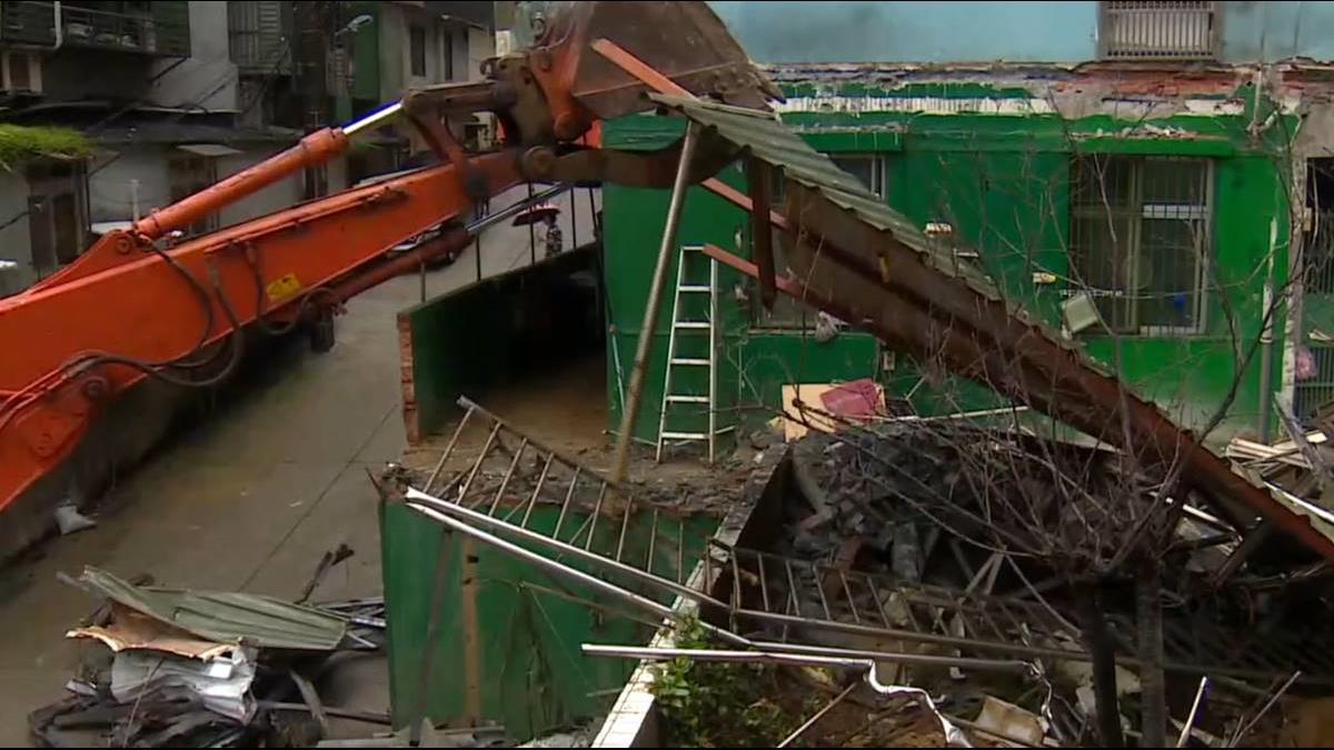 暴雨沖刷地基 基隆民宅坍陷今拆除