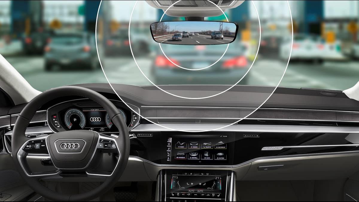 後照鏡幫你繳過路費! Audi e-tron「一抬頭」就是高科技
