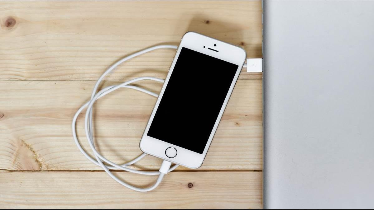 他質疑「為何iPhone堅不標示電量」死忠果粉這樣說