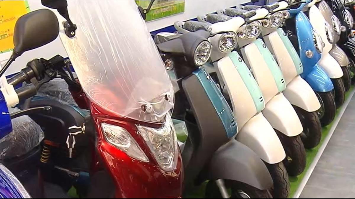 電動自行車事故增 交通部擬掛牌、戴安全帽