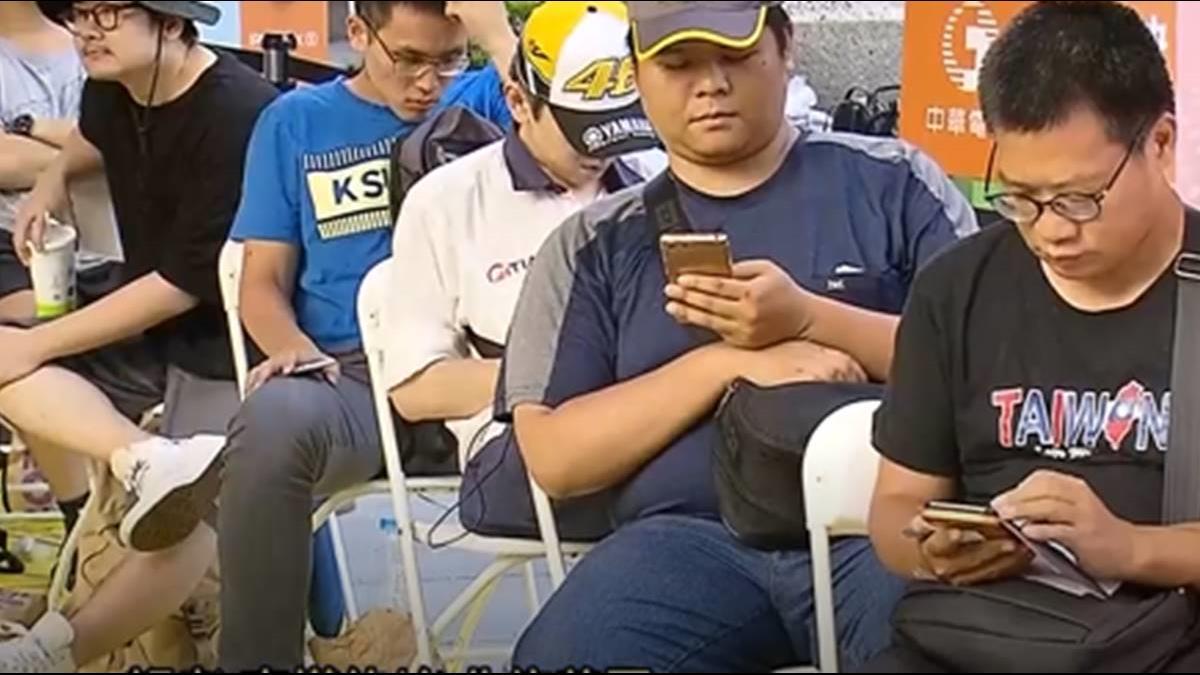 狂!iPhone XS開賣頭香哥排91小時「送給朋友」