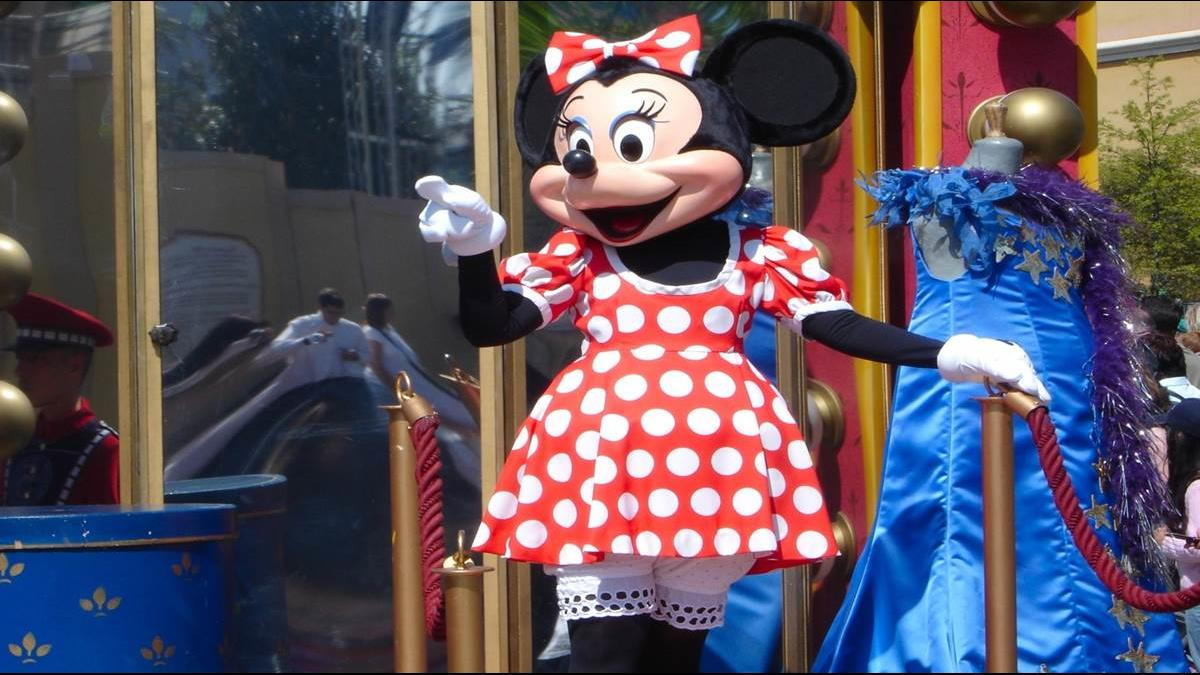 迪士尼員工帶給遊客快樂 10%卻「窮到睡車上」
