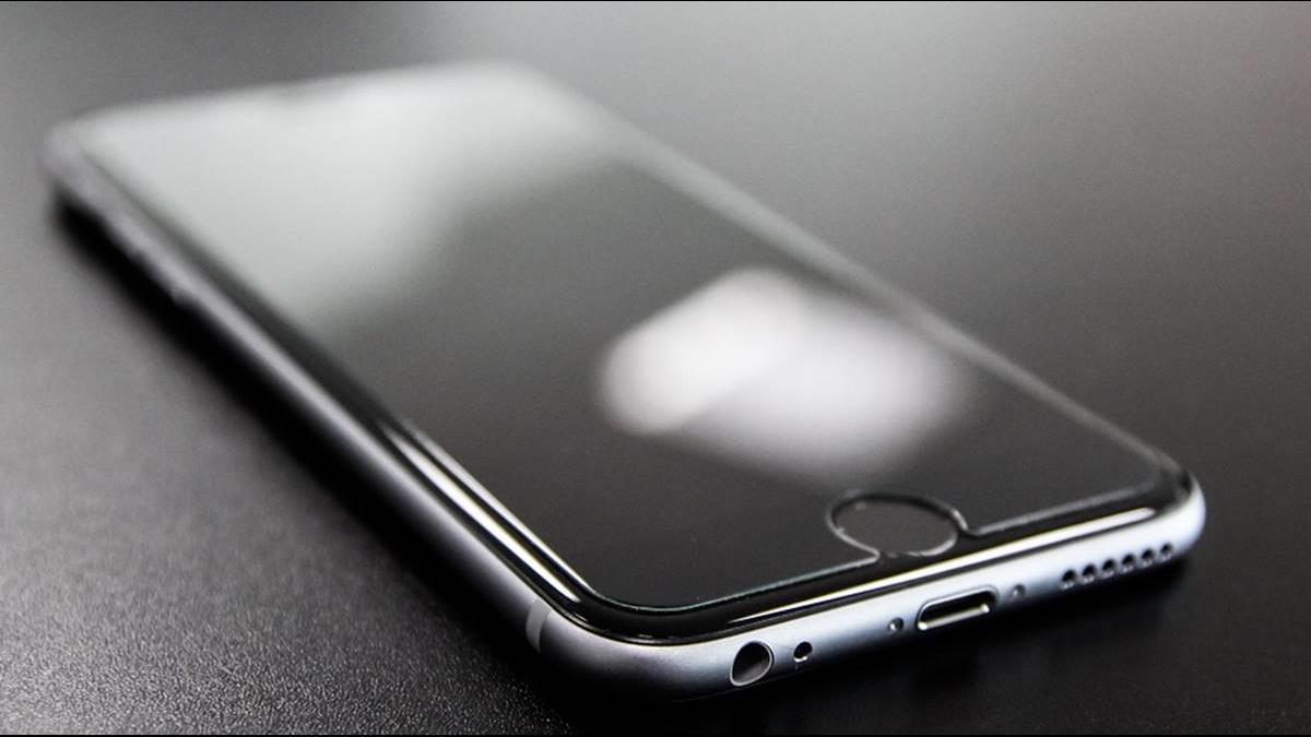 鴻海前副理偷賣2千支iPhone賺846萬 遭判刑2年4月