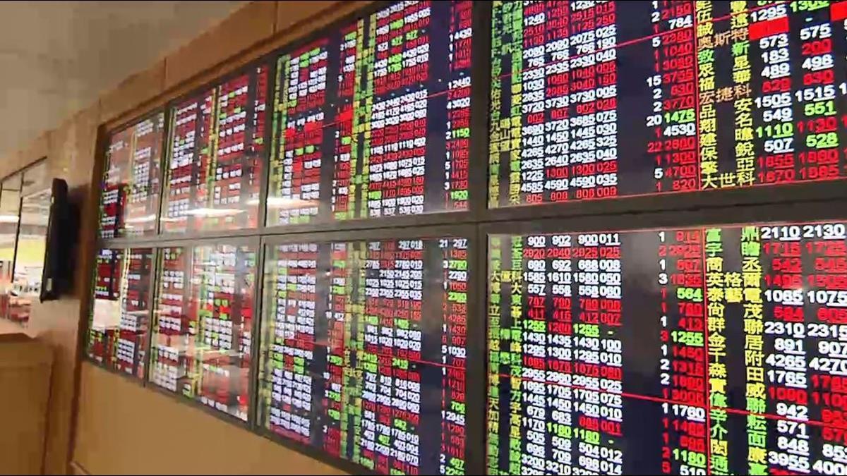 亞洲最狂!台股大漲239點收復萬點 財長:應該是穩了