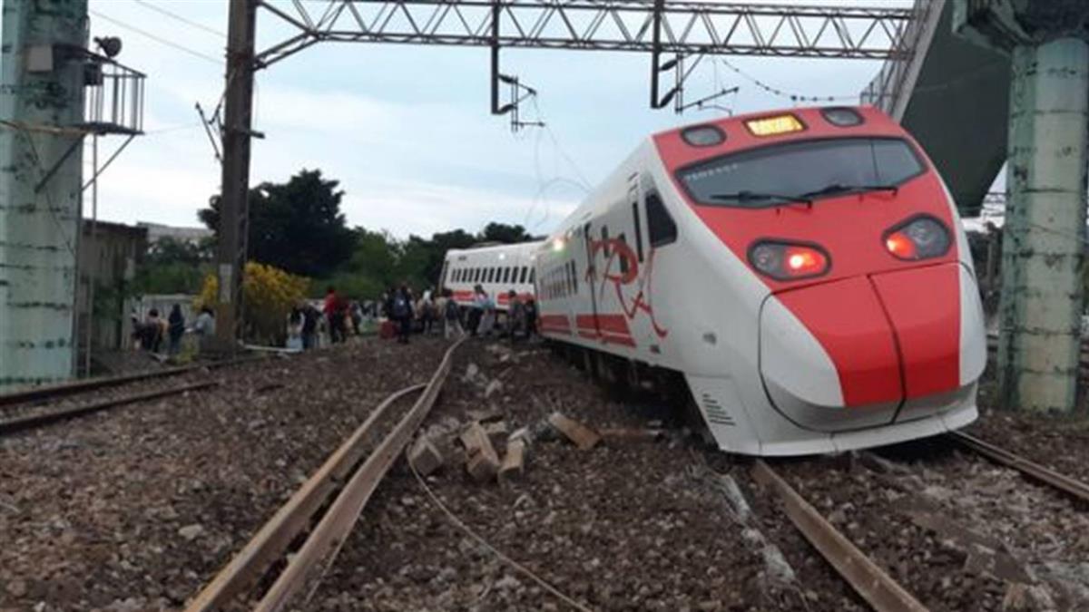普悠瑪列車事故 清晨5時搶通單線雙向通車