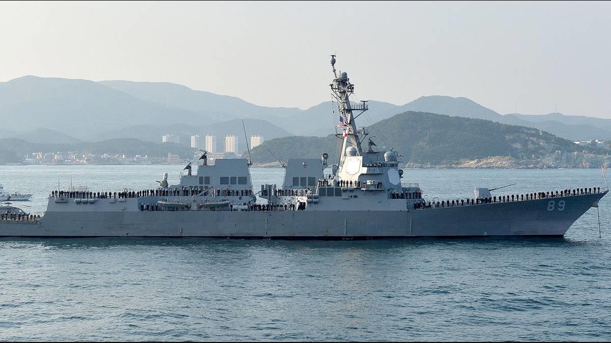 美2軍艦通過台海 陸派多艘艦艇尾隨