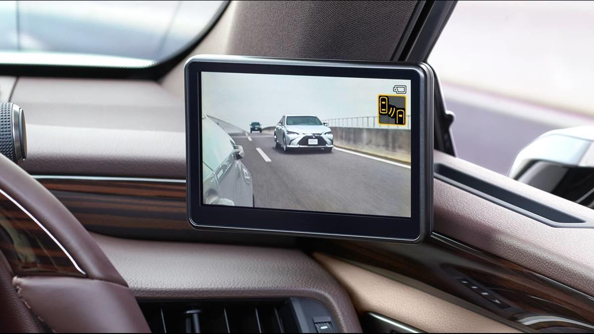 後視鏡沒鏡片更清楚?  Lexus ES數位車掃遍死角!