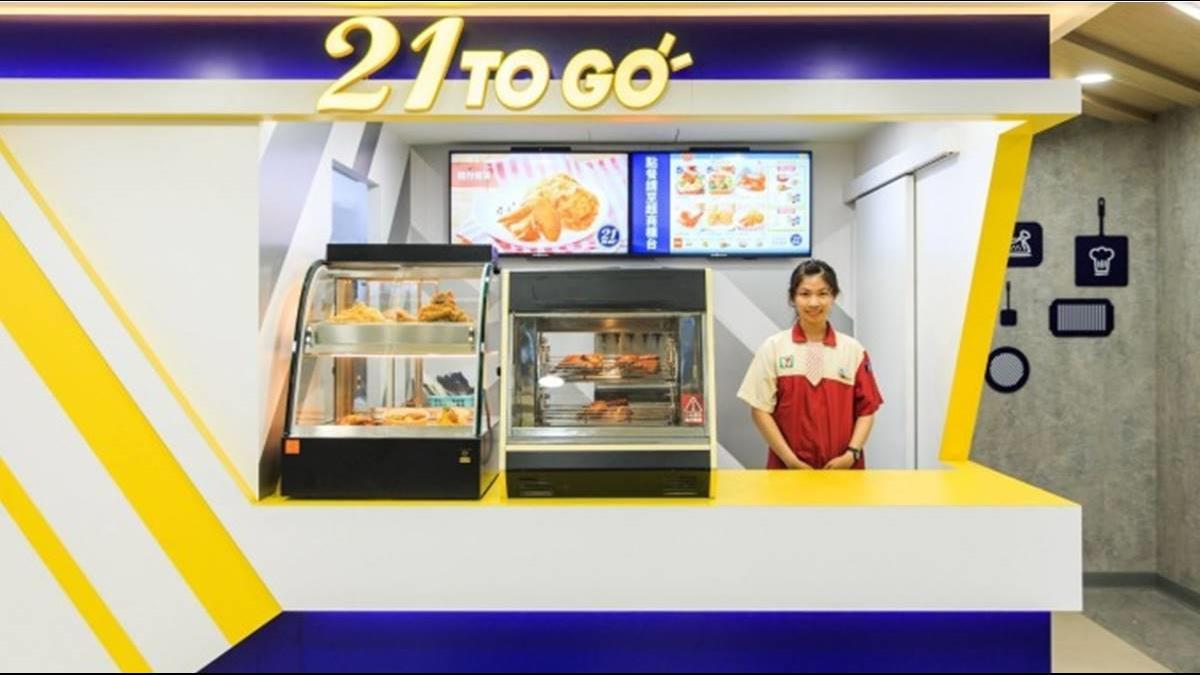 小七店員技能進化!烤雞也能賣 PK全家韓式炸雞