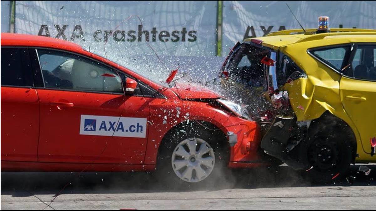 車碰車丙式險竟賠撞護欄?靠1張「半身照」成功理賠