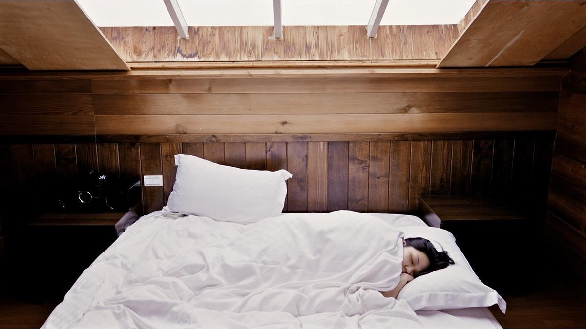 躺下就秒睡好健康?專家警告:你的身體正在還債