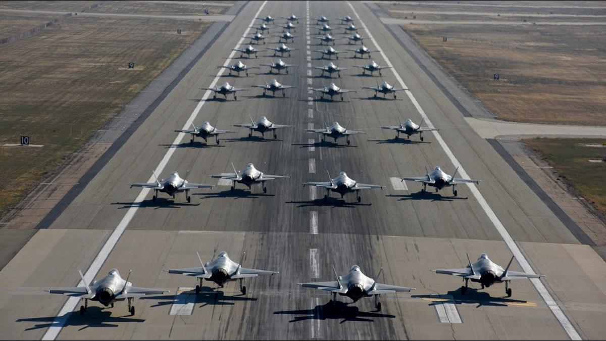 美軍F35首次「大象漫步」秀戰力!專家:完勝中俄