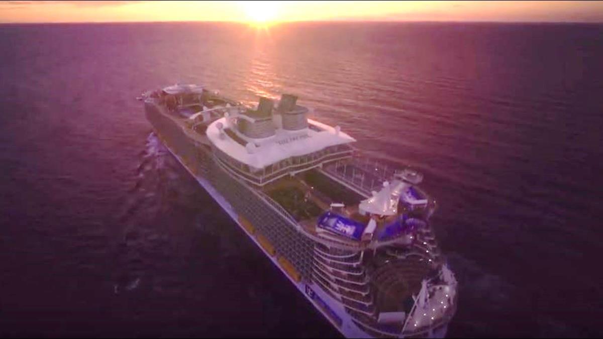 1晚6萬!全球最大郵輪「海洋交響號」可容納24座泳池